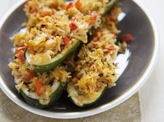Zucchini mit Reisfüllung   http://eatsmarter.de/rezepte/zucchini-mit-reisfuellung