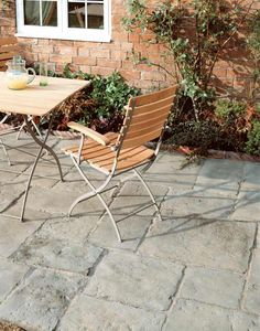 Bradstone Old Town paving slabs are a very effective way to recreate authentic time-worn York flagstones. The old town paving range from Bradstone is available in a project pack consisting of 6 different sizes and 2 colour options. Bradstone Paving, Concrete Paving Slabs, Grey Paving, Patio Slabs, Flagstone Patio, Paving Stones, Block Paving, Patio Roof, Patio Table