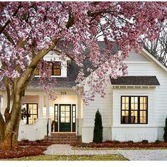 I am here today to talk about white paint options when painting the exterior of your home! Because… we are painting the exterior of our home! Casas Shabby Chic, Beautiful Small Homes, Beautiful Kitchen, Small Dream Homes, House Beautiful, Huge Houses, Dream Houses, Amazing Houses, Small Houses