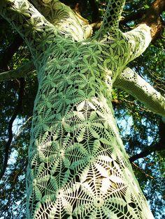 yarnbombed tree... wow