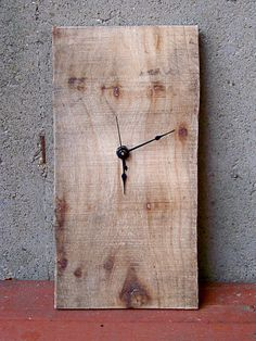 Someday, if I ever need to put a clock up in my home, I will display this!  DIY inspiration: recycled pallet clock