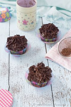 Vegan muffins with avocado / chocolate mousse. Vegan Muffins, Chocolate Lovers, Mousse, Avocado, Pudding, Favorite Recipes, Cakes, Desserts, Sweets