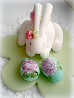 Easter Bunny topper  Cake by artetdelicesbym