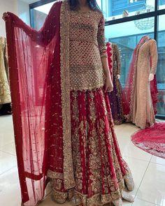 Lehenga Color Combinations, Bridal Dresses, Beautiful Things, Sequin Skirt, Sequins, India, Skirts, Fashion, Bride Dresses