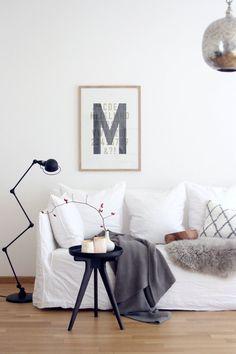 Oktoberwohnzimmer Die schönsten Poster in echten Wohnungen  #poster #interior #deko #decor #inneneinrichtung #dekorationsideen #black #white #livingroom  Foto: din