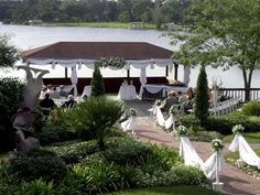This is the lakeside wedding gazebo at Enzo's restaurant in Longwood, north of Orlando, FL  #weddinggazebo #orlandowedding #enzoswedding