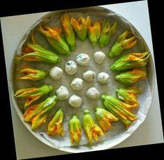 Fiori di zucca ripieni di ricotta e polpettine con ricotta parmigiano e basilico http://www.bettinaincucina.com/2014/10/fiori-di-zucca-ripieni-di-ricotta-e-qualche-polettina/