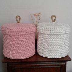 İkili sepetimiz hazirlandi #örgüsepet #pembe #beyaz #pink #white #penyeip #elyapimi #elörgüsü #handmade #handknit #spagettiyarn #maccoroni #siparis #iloveknitting #handmadewithlove #siparis #halatsap #nuunhandmade #nuun_handmade İplerim ozel kesim @kilerci.iplik