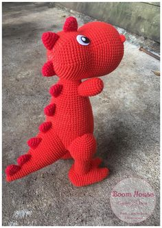crochet toys and dolls Hy cng NoLi khm ph cch mc ch khng long tinh nghch dnh tng cho con ca bn trong ngy ti nh. Ch khng long tinh nghch chn chn s l mn qu tuyt vi m cc b s thch y. Kawaii Crochet, Crochet Disney, Crochet Bunny, Cute Crochet, Crochet Animals, Crochet Dinosaur, Crochet Monsters, Dinosaur Pattern, Crochet Dragon Pattern