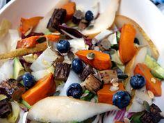 Salade composée aux légumes rôtis #poire #potimarron #myrtille #salsifi #endive