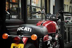 RocketGarage Cafe Racer: Ducati 750 GT