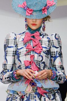 This is so ridiculous and whimsical that i love it lol Meadham Kirchoff, Spring 2013 Fashion History, Fashion Art, Fashion Beauty, Fashion Outfits, Fashion Design, Fasion, Cool Style, My Style, Funky Style