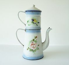 French Vintage Enamelware coffee Pot whith Flowers - Flowers motif Coffe Pot - Farmhouse kitchen -  Shabby chic