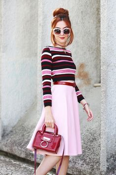 First time wearing my new wine red boots. Love this colour chart from pink to wine red so I'm also wearing a midi skirt and a striped top.
