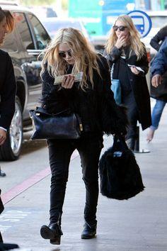 Ashley Olsen Photo - Mary Kate and Ashley Olsen at LAX