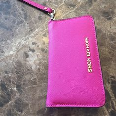 MICHAEL KORS WRISTLET! ALMOST BRAND NEW! Authentic A BEAUTIFUL WRISTLET FOR YOUR ID+ CREDIT CARDS, ETC! Also a phone slit so you can put your iPhone in! The card holder pockets are a little big, so in order for you cards to stay in there you need to put more than one in each slit Michael Kors Accessories Key & Card Holders