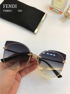 Cute Glasses, Glasses Frames, Glasses Trends, Urban Outfitters Sunglasses, Lunette Style, Fashion Eye Glasses, Trending Sunglasses, Accesorios Casual, Eyeglasses