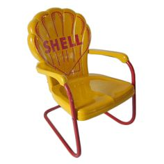 Shell Oil Chair USA A metal painted and hand lettered Shell Oil chair as found in front of stations in Flordia in the Not a car, but this is neat. Vintage Gas Pumps, Vintage Metal, Vintage Signs, Lawn Furniture, Vintage Furniture, Metal Furniture, Metal Lawn Chairs, Pompe A Essence, Old Gas Stations