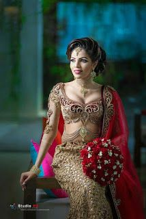 All Ethnic Customization with Hand Embroidery & beautiful Zardosi Art by Expert & Experienced Artist That reflect in Blouse , Lehenga & Sarees Designer creativity that will sunshine You & your Party Worldwide Delivery. Bridal Sari, Indian Bridal Lehenga, Indian Bridal Fashion, Indian Beauty Saree, Saree Wedding, Bridal Dresses, Wedding Wear, Homecoming Outfits, South Indian Bride