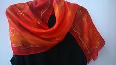 Ombre rosso sciarpa in seta dipinta per le signore. di SilkLetters