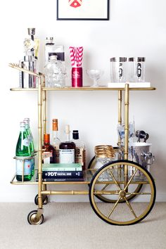 Adorning your perfect dwelling bar design. Contemplate your self fortunate should you've received your dwelling bar - it is an ideal social gathering . Decoration Inspiration, Decoration Design, Deco Design, Decor Ideas, Brass Bar Cart, Gold Bar Cart, Bar Cart Styling, Bar Cart Decor, Mini Bars