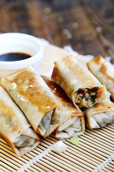 Non-Deep Fried Vegan Spring Rolls - Breads and Pastry, Recipes - Divine Healthy Food Vegan Foods, Vegan Snacks, Sashimi, Whole Food Recipes, Cooking Recipes, Pastry Recipes, Vegan Spring Rolls, Tapas, Vegetarian Recipes