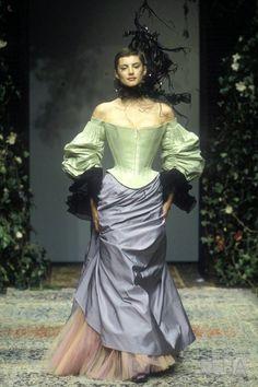 Christian Lacroix defined EXTRA, our Haute Couture favourites Look Fashion, 90s Fashion, Fashion Art, Runway Fashion, High Fashion, Fashion Show, Vintage Fashion, Christian Lacroix, Style Haute Couture