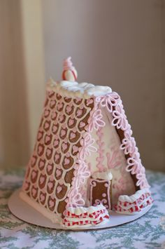 This is the ultimate, classic, delicious gingerbread house recipe that actually WORKS, including all the tips and tricks you need to make baking your first gingerbread house a complete success. Free printables for A Frame gingerbread houses as well. Christmas Tea Party, Christmas Food Gifts, Pink Christmas, Homemade Christmas, Christmas Baking, Christmas Cookies, Christmas Holidays, Gingerbread House Template, Cool Gingerbread Houses