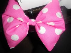 How to make a Minnie Mouse bow. We will definitely have matching ones for our trip!