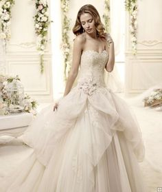 Charming Ball Gown Sweetheart Beading Lace Hand Made Flowers Sweep/Brush Train Wedding Dresses