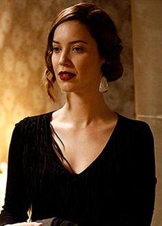 "Nathalia Dill as Sílvia Hausser in brazilian novel ""Joia Rara"" (2013)."