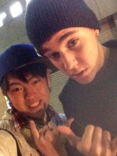 Justin and a fan today in Tokyo! (April 20, 2014).