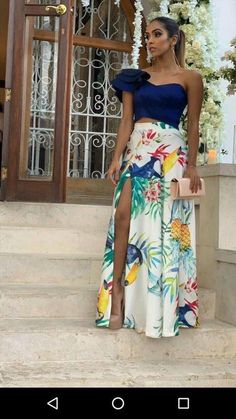 faldas - a great Latin costume color idea. Solid top and floral bright skirt. Classy Outfits, Chic Outfits, Fashion Outfits, Womens Fashion, Evening Dresses, Prom Dresses, Summer Dresses, Formal Dresses, Chic Dress