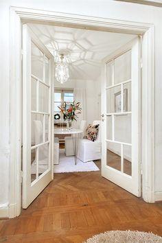 Salongsdörrar i original, in mot matsal