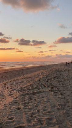 Beautiful Beach Pictures, Beautiful Photos Of Nature, Sunset Pictures, Beautiful Beaches, Aesthetic Photography Nature, Nature Aesthetic, Nature Photography, Friend Poses Photography, Beach Sunset Wallpaper