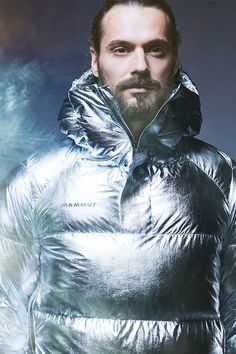 Shimmering, futuristic, unique: The IN Anorak is the IT anorak from our Delta X Collection. It takes the synergy of fashion and function to a whole new level by combining the shiny outer material with functional schoeller material. Long Cut, Anorak Jacket, Freedom Of Movement, Upper Body, Body Shapes, Futuristic, Jon Snow, Winter Outfits, Take That