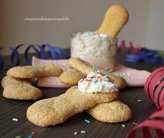 I savoiardi fatti in casa conosciuti anche come ''lady fingers''o''biscuit à la cuillère'' sono dei biscotti dolci, leggeri, friabilie spugnosi.Deliziosi!