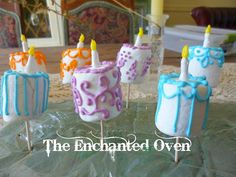 """the enchanted oven: Marshmallow """"cake"""" cupcake decoration"""