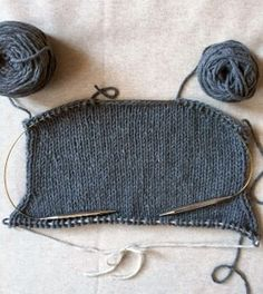 To finish, cut yarn, leaving an tail. Remove the first stitch from the right needle and pull on the loop of the stitch to bring the tail through so that there is no longer a loop, just a tail. Thread the tail through the remaining stitch on right needle. Knit Cardigan Pattern, Sweater Knitting Patterns, Jacket Pattern, Knitting Designs, Knit Patterns, Free Knitting, Purl Soho, Christmas Knitting Patterns, Knit Jacket