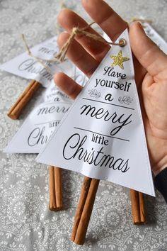 Statt Weihnachtskarten bekommen unsere Nachbarn diese Zimt-Duftbäumchen.Dafür habe ich den Gratis-Download von 'I heart naptime' benutzt, auf Papier ausgedruckt, im Dreieck rundherum genäht, dabei unt