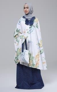 0 How To Wear Poncho, Muslim Dress, Hijab Tutorial, Islamic Clothing, Modest Fashion, Hijab Fashion, Japan Fashion, Kids Fashion, Hijab Outfit