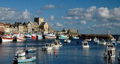 Barfleur (Normandía) Este puerto pesquero en el canal de la Mancha encandiló a los impresionistas con sus casas de granito gris, sus relucientes tejados de pizarra y sus playas sometidas al dictado de la lluvia y las mareas.  ATOUT FRANCE