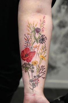 Flower Tattoo On Ribs, Vintage Flower Tattoo, Vintage Floral Tattoos, Colorful Flower Tattoo, Realistic Flower Tattoo, Tattoo Vintage, Small Tattoo, Line Tattoos, Body Art Tattoos