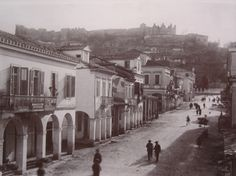 Ο πρώτος δρόμος που εφαρμόστηκε η αρίθμηση σπιτιών στην Πάτρα ήταν η οδός Αγίου Νικολάου. Άγνωστες πτυχές της Πάτρας! Vintage Pictures, Old Pictures, Old Photos, Greece Pictures, Old Greek, Greek History, Athens, Places To Travel, The Past