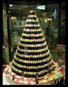 sushi Christmas tree not only looks awesome but delicious! It was made in Japan, of course.