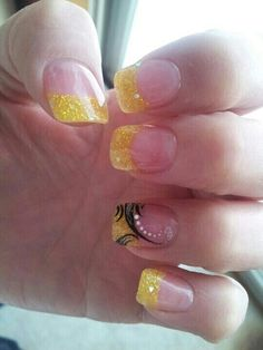 yellow french nails French Nails Elegant, French Tip Nails, French Tips, Yellow Nails Design, Yellow Nail Art, Yellow Glitter, Glitter Accent Nails, Glitter Nail Art, Nail Art Designs