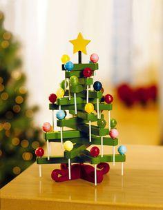 5 árboles de Navidad ¡muy originales! Los árboles de Navidad son el símbolo de esta época. Os proponemos 5 árboles de Navidad ¡muy originales! para hacer en casa. ¡Son perfectos para casas pequeñas!