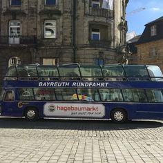 Noch immer ein touristisches Highlight in #Bayreuth. Der #Berolina Bus an einem wunderbaren Tag in der #Wagnerstadt. #landesgartenschaubayreuth2016 #walkofwagner #visitbayreuth