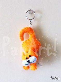 Gato anaranjado Confeccionado a mano con fieltro y relleno sintético.