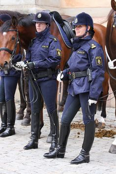 Army Police, Female Police Officers, Female Cop, Female Soldier, Police Uniforms, Girls Uniforms, Riding Breeches, Riding Boots, Police Outfit